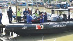 载有中国船员的倾覆采砂船舱内搜救结束