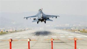 韩美举行联合军演 美军A10及F16战斗机亮相