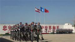 """中国赴黎维和部队官兵荣获联合国""""和平荣誉""""勋章"""