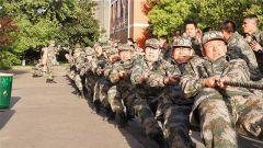 国防科大:拔河比赛展风采 团结协作聚兵心