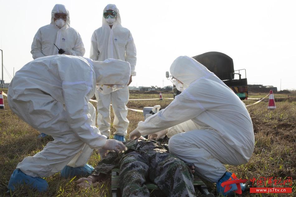 图4,防疫洗消组抢救核污染病患