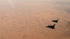 中国空军歼10C战机担负战斗值班任务