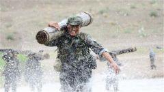 新疆军区某红军师:按照新大纲要求 夯实单兵基本功