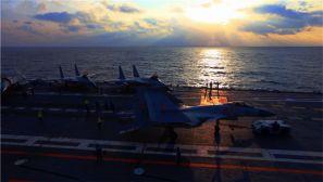 【海军节】高清:辽宁舰编队开展远海实兵对抗演练