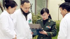 【强军先锋】张晓芳:面对进退 白大褂里永远一颗红心
