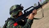 进行步枪快速射击训练。