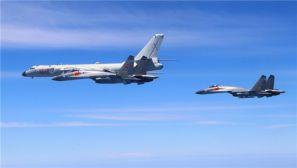 高清:空军多型多架战机绕飞祖国宝岛