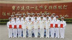 东海舰队举行高级士官晋升军衔仪式