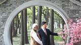 4月27日和28日,国家主席习近平在武汉东湖宾馆同印度总理莫迪举行非正式会晤。这是4月28日,习近平同莫迪散步交谈。