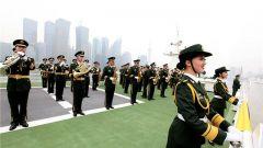 中国武警部队卫士军乐团浦江大巡游