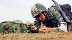 衛生兵,上戰場能救護還能打仗