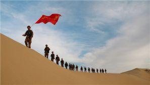 高清图集:沙漠深处练兵,锤炼打赢硬功