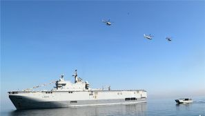 中国海军编队参加印尼海军组织的国际海上阅舰式