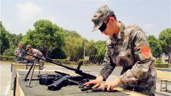 軍械員比武:25秒完成自動步槍分解結合