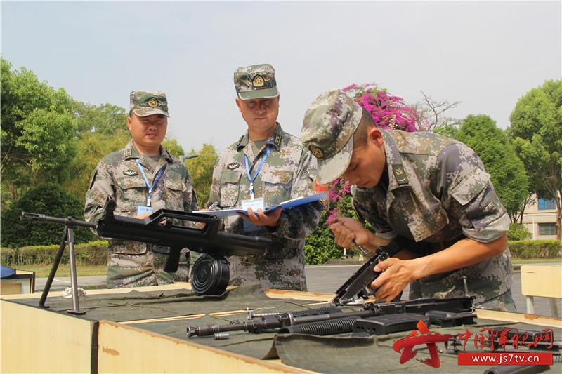 4、对3种枪械进行换件修理及检测。