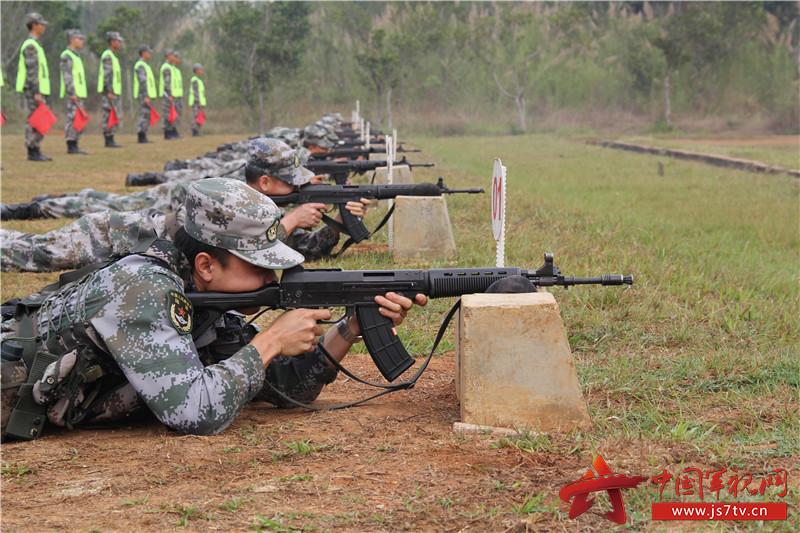 9、专业比武结束,随即进行精度射击考核。