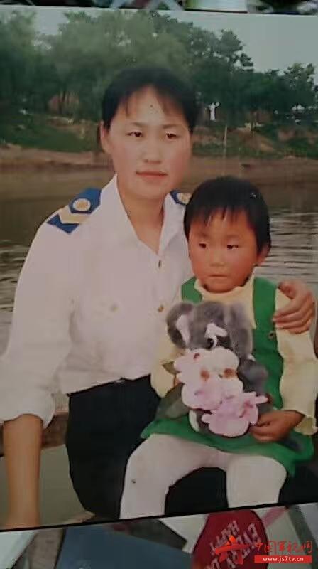 """图1:@女船员王晨晨:为什么妈妈一直这么白,我一直这么黑!感谢妈妈的""""不嫌弃""""!妈妈我爱你!"""