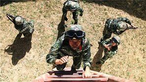 挑战极限 武警特战队员练兵雪域高原