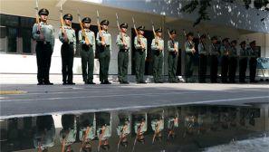武警陕西总队国旗护卫队苦练升旗硬功