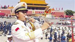 两千多名中国军人齐唱游击队歌 气势如虹