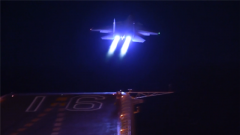 震撼!航母舰载机首次夜间起降独家视频