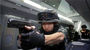 燃爆了 中国特警为外军演示反恐训练