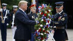 阵亡将士纪念日 特朗普献花悼念亡者