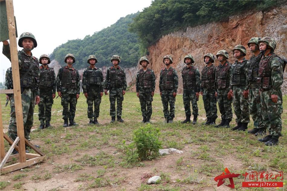 特战队员野外驻训 实战实练锤炼部队(组图) - 中国军