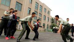 官兵结对帮扶,让17名单亲、孤儿学生健康成长