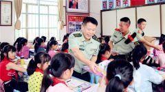 武警柳州:走进红瑶女童班 助学慰问献爱心