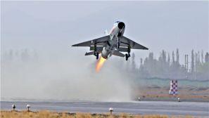 空军西安飞行学院:实弹打靶砺雏鹰