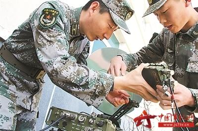 """如今却变成了""""我是一个兵,来自大学生"""",这说明部队的兵员结构正悄然"""