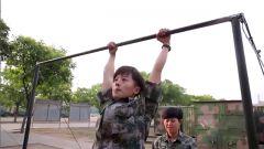 这个女兵不简单,连做25个引体向上