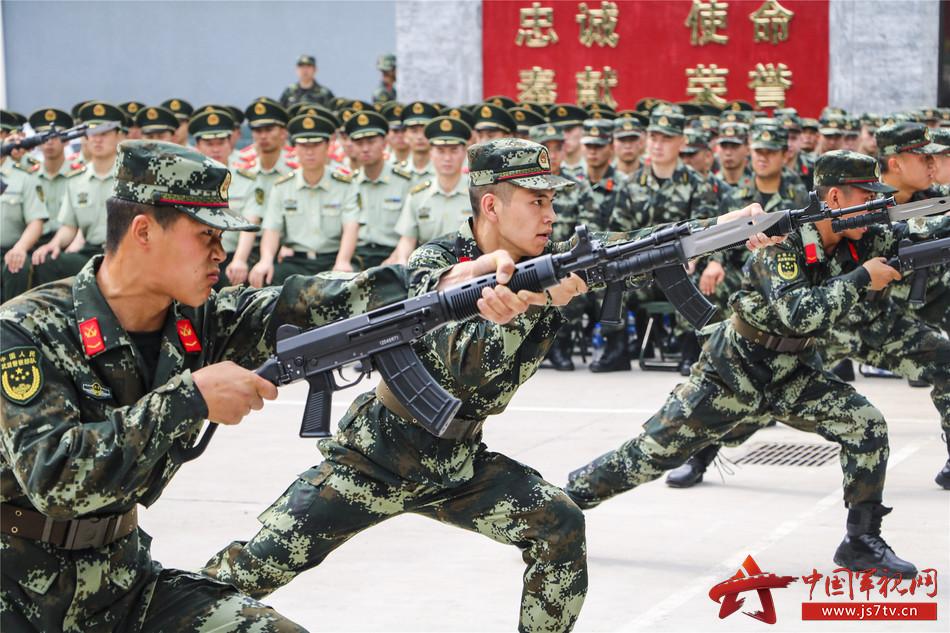 武警新训练大纲_此次会操严格落实总部,总队新大纲集训精神和实战化训练要求,采取