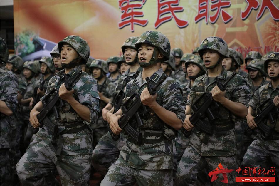 合唱《前进吧,陆军边海防学院》.