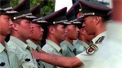 """纪录片《上军校》第8集:""""零距离""""体验军训生活"""