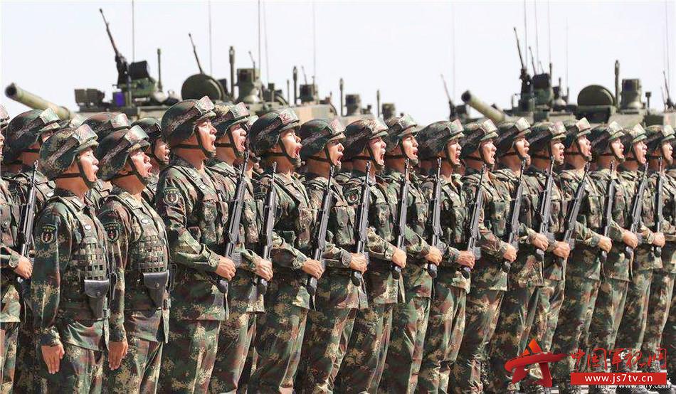 我们中华民族曾经饱受丧权辱国之痛,中国的近现代史就是一部屡遭列强侵略的屈辱历史,鸦片战争、甲午战争、八国联军入侵、日本侵华战争,每一次战争都浸透了中国人民的血和泪,导致这种悲剧的主要原因就是政府的无能和军队的弱小。    新中国成立后,我们的军队发展壮大,国防实力不断增强,人民拥有了和平安宁的生活,即便遇到些许挑衅,我们也能从容自信地应对,因为我们的军队日益强大。   汶川地震,10万部队从天而降,翻山越岭,直入灾区。打通了受灾地区与外界连接的生命线。就是这么一群人,不分昼夜,不顾自己的生死,奋斗在抗