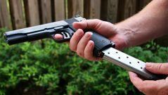 美国教师接受射击培训 持枪上岗