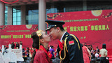 """火箭军某部101对新人集体""""汉式""""婚礼火爆军营"""