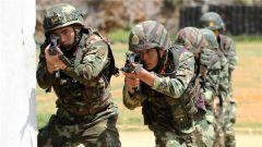 广西:武警侦察兵高层建筑侦察炼硬功