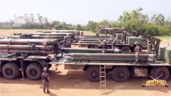 火箭弹装填大比拼:速度与力量的较量