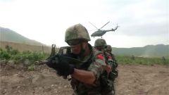 中柬联训 上演不一样的反恐突击