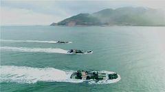粤东海域 两栖装甲战车编拨突击