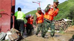 四川多地暴雨:武警紧急驰援 保护群众生命财产安全
