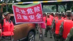 四川资中:特大洪峰37年一遇 民兵队员连夜抗击