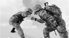 """新疆军区新排长:""""吃得了苦,才知道自己潜力无穷"""""""