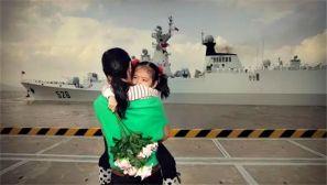 军港码头上的19张照片,总有一张戳中你的泪点