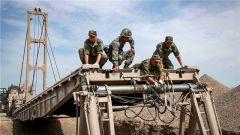 聚焦库尔勒|中国官兵协助外军参赛队展开适应性训练