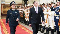 魏凤和与塞尔维亚国防部长会谈