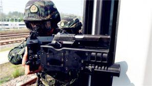 """安徽合肥:动车""""被劫"""" 武警特战队员迅速出击"""